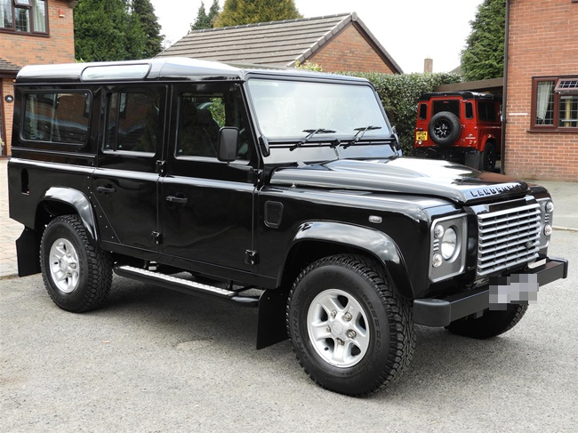 land-rover-defender-td-xs-station-wagon-S3433798-1.jpg